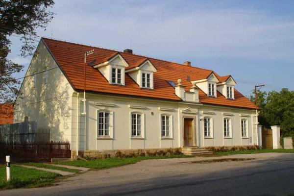 Hlavní budova, čelní pohled