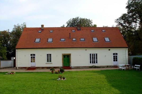 Hlavní budova, pohled ze zahrady